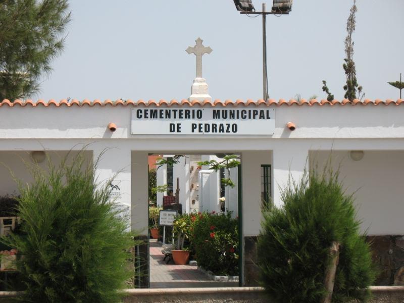 Cementerio Municipal de Pedrazo - Der Eingang
